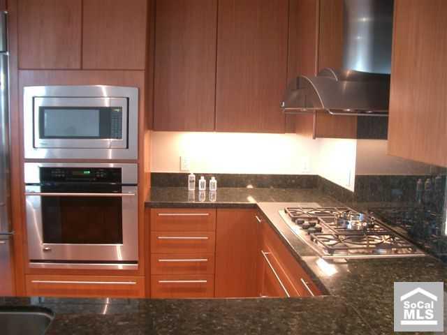 3141 Michelson #402 - Kitchen
